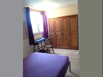 Nice DOUBLE ROOM close to MILE END**available now**