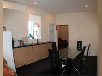 EN-Suite Double Room To Rent In West Bar