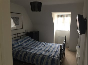 EasyRoommate UK - Top floor king room with private ensuite , Rise Park - £400 pcm