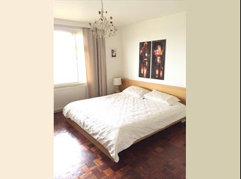 Large Double Ensuite Room with Parking and Garage