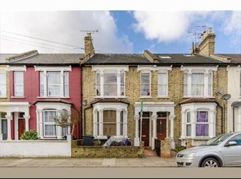 Spacious double room in lovely shared house