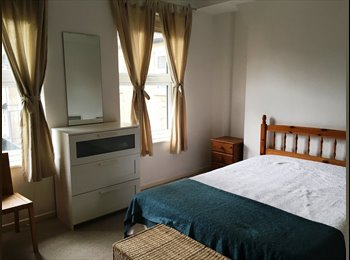 EasyRoommate UK - Double room with own balcony plus free gym! E1, Shadwell - £850 pcm