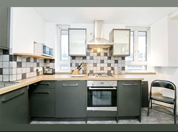 Double Bedroom Flat with Terace - Warren St