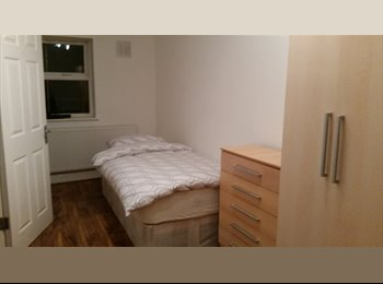 EasyRoommate UK - Nice Double room In West Norwood *Couple welcome*, West Norwood - £600 pcm