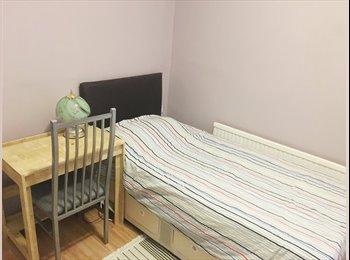 Lovely Twin Room w/En-suite In South Woodford, E18