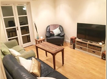 SHORT-LET Spacious Double in friendly bow house £705 pm...