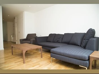 Double bedroom in spacious townhouse with garden