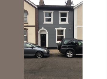 4 Bedroom Victorian Home. ALL ROOMS NOW REDUCED TO £90 PER...