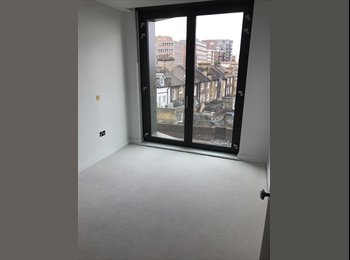 £900 Putney, 2 bed East Putney, own bathroom & balcony!...