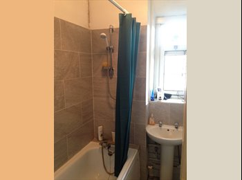 Spacious and very bright double room to rent in London...