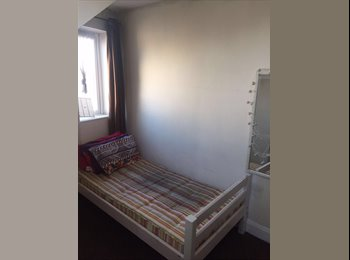 Single room, 2 mins walk from Piccadilly Line Hounslow East...