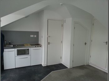 Studio Flat in City Centre Available NOW