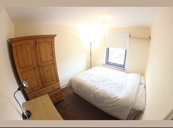Small double room available in E14