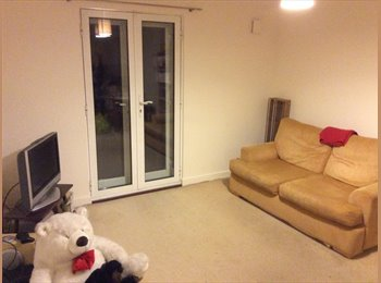 Large double room available to rent in Maidenhead town.