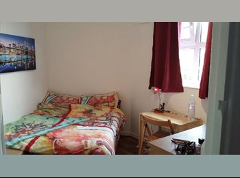 EasyRoommate UK - Lovely double room in Brixton ZONE 2, Brixton - £570 pcm