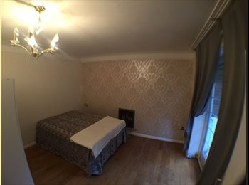 2 Lovely double single use in the same house available ASAP...
