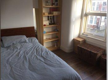 1 double bedroom in 5 bedroom flat
