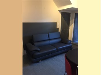SPARE DOUBLE ROOM IN LARGE CITY CENTRE HOUSE - AVAILABLE...