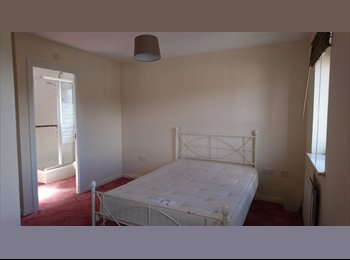 EasyRoommate UK - Ensuite Room Available for Rent, Horfield - £520 pcm