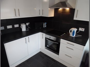 EasyRoommate UK - Spacious double bedroom in fully renovated shared house, Sutton in Ashfield, Sutton-in-Ashfield - £368 pcm
