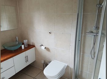BIG DOUBLE ROOM TO LET IN HENDON CENTRAL NEAR MDX...