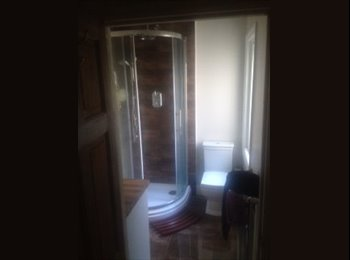 EasyRoommate UK - Doube Room in Fratton near the Train Staion (No Pets/Couples/DSS), Milton - £400 pcm