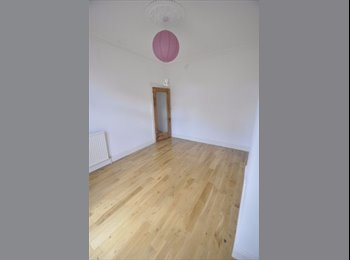 LARGE DOUBLE ROOM - GREAT LOCATION- BROMLEY SOUTH STATION