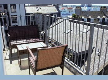 En suite double room in 5th floor executive HMO apartment,...