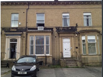 Double room in a 2 beds flat
