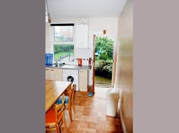 EasyRoommate UK - Double bedroom spare in 3 bedroom house, Crookes - £300 pcm