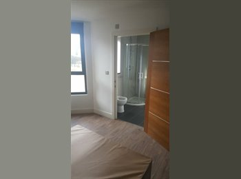 EasyRoommate UK - Luxury Flat Available Tooting Broadway , Tooting - £860 pcm