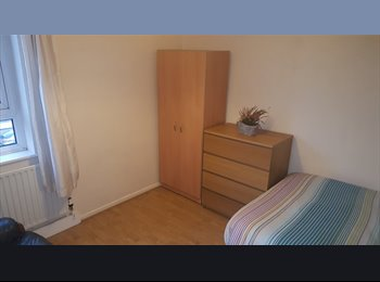 EasyRoommate UK - Large double room in zone 2 , Poplar - £656 pcm