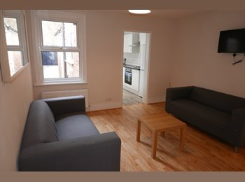 EasyRoommate UK - Four rooms available in great refurbished house share, Norcot - £470 pcm
