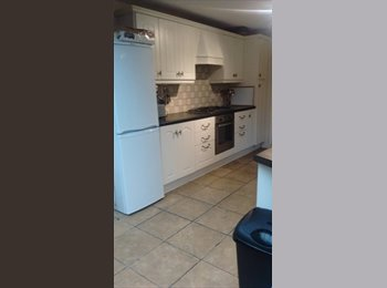 Lovely Double Room in Spacious House in Hanwell W7