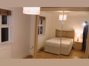 EasyRoommate UK - Terence Gardens, Southsea: Double room in high spec, large townhouse, Southsea - £500 pcm