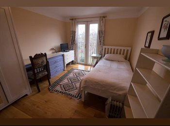 EasyRoommate UK - Lovely, bright single balcony room., Cricklewood - £720 pcm