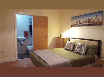EasyRoommate UK - A WELL PRESENTED CLEAN AND LOVELY ROOM AVAILABLE IN (EH1), Old Town - £365 pcm