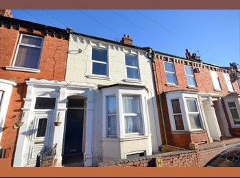 EasyRoommate UK - TWO FURNISHED ROOMS AVAILABLE IN ABINGTON , Cliftonville - £400 pcm