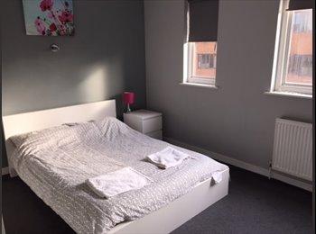 Large, elegant double room in Chelsea