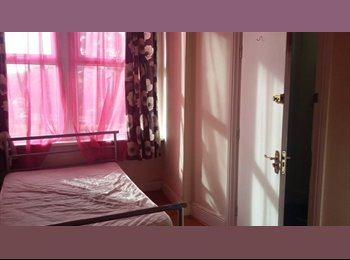 LARGE DOUBLE ROOMS - CLOSE TO TOWN - LEEDS