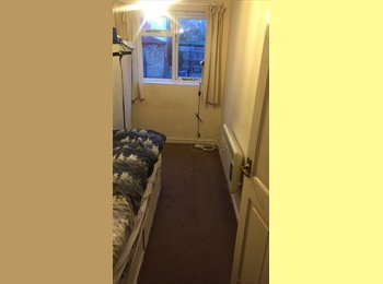 EasyRoommate UK - Single room to rent, close to city centre, Petersfield - £450 pcm