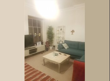 EasyRoommate UK - Double room for rent in lovely 2 bed flat on Park Street! Professionals only! (early May), Canon's Marsh - £475 pcm