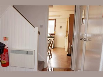 EasyRoommate UK - Warm and friendly home share, Dundee - £325 pcm