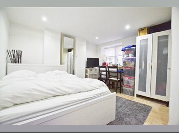 EasyRoommate UK - Amazing En-Suite by Earlsfield Station!, Earlsfield - £780 pcm