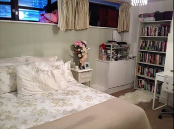Great spacious double room on own landing in in friendly...