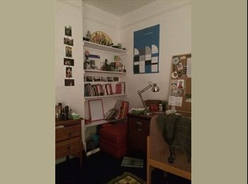Spacious double room on Divinity Road