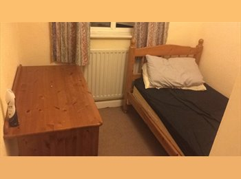EasyRoommate UK - SINGLE BED IN HEDDINGTON, Lye Valley - £400 pcm