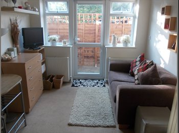 EasyRoommate UK - NEWLY AVAILABLE! COMFY, SPACIOUS FURNISHED ROOM WITH PRIVATE DECKED BALCONY - IN MODERN HOUSE, Leamington Spa - £433 pcm
