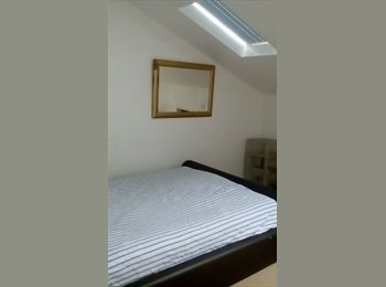 EasyRoommate UK - End house, Leamington Spa - £300 pcm