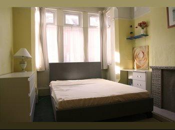Cosy Double Room in Quiet House